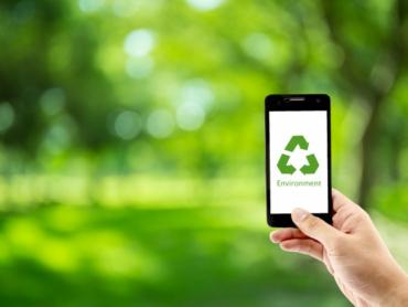 telefono-movil-tenencia-mano-reciclar-simbolo-eco-ambiente-icono-concepto_7192-970