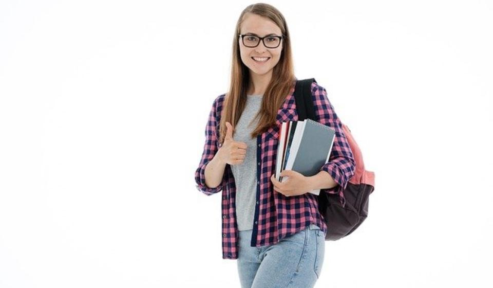 student-g1de2584b0_640